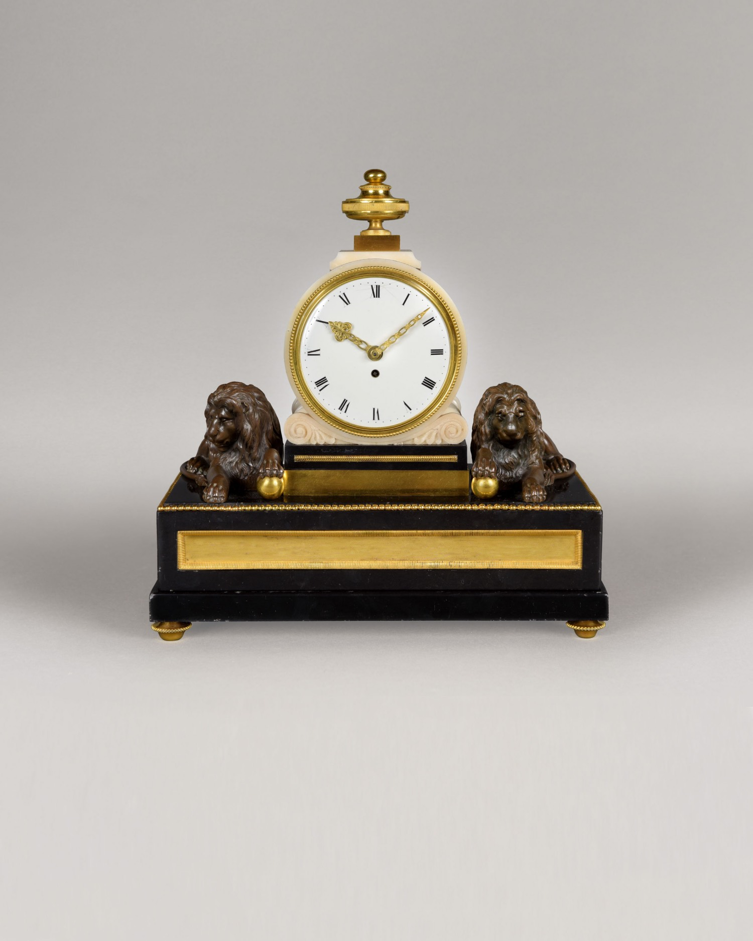 AN EXCEPTIONAL MANTEL TIMEPIECE IN THE MANNER OF VULLIAMY.