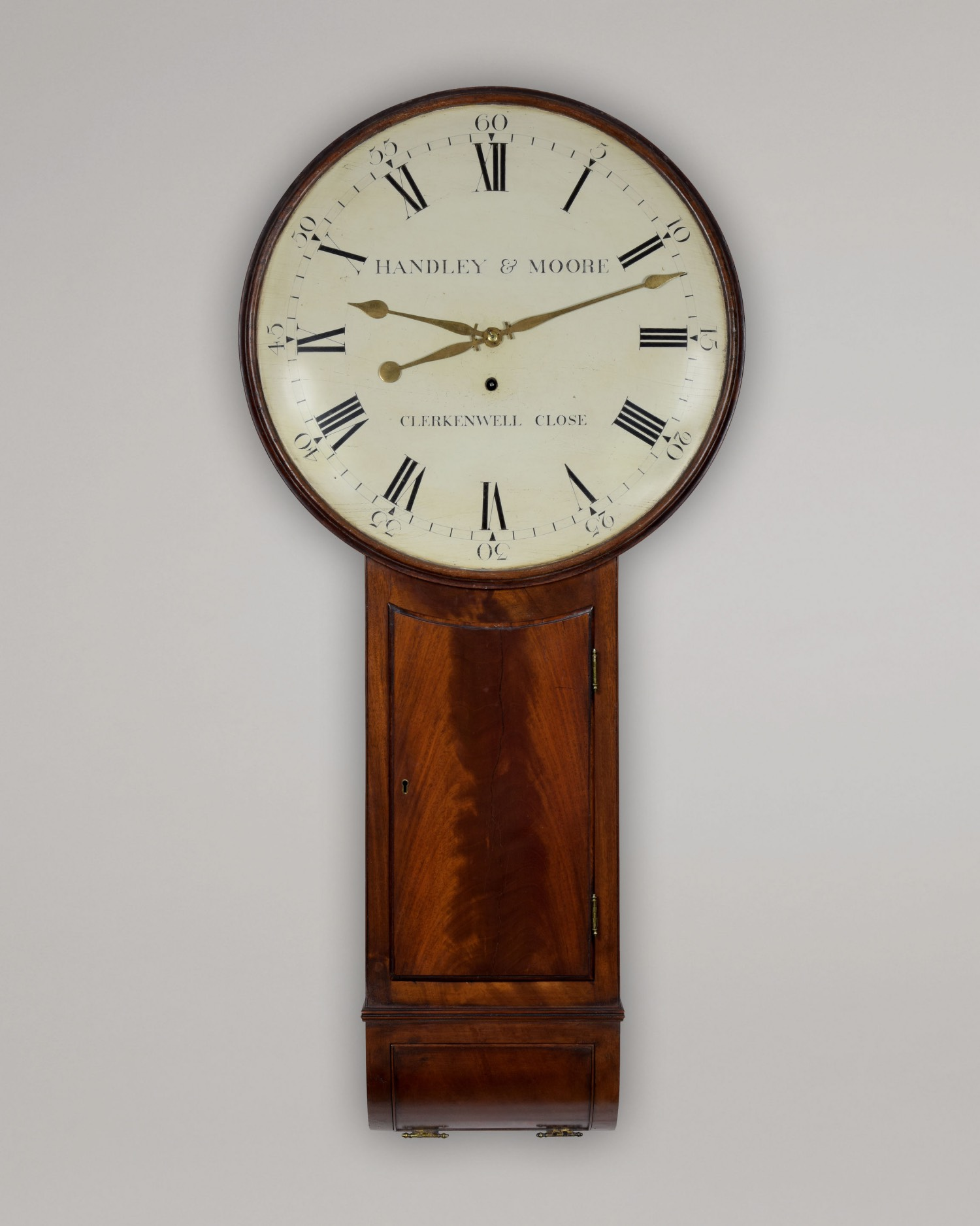 HANDLEY & MOORE. A FINE, MAHOGANY TAVERN CLOCK BY THIS WELL-KNOWN LONDON PARTNERSHIP.