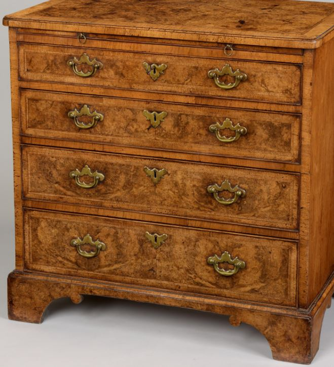 GEORGE I PERIOD WALNUT CHEST OF DRAWERS