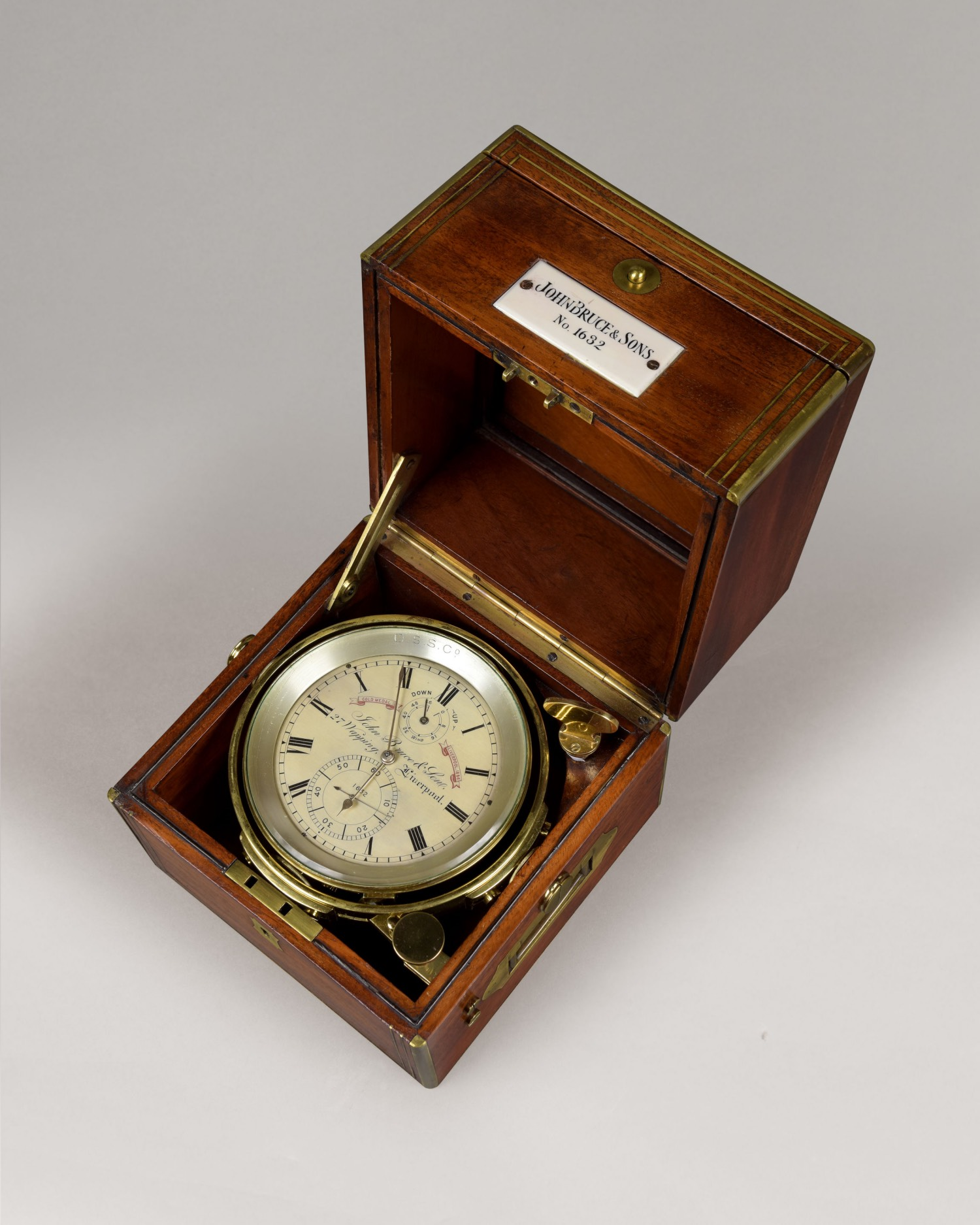 JOHN BRUCE & SONS, 27 WAPPING, N° 1632. A FINE 2-DAY MARINE CHRONOMETER.