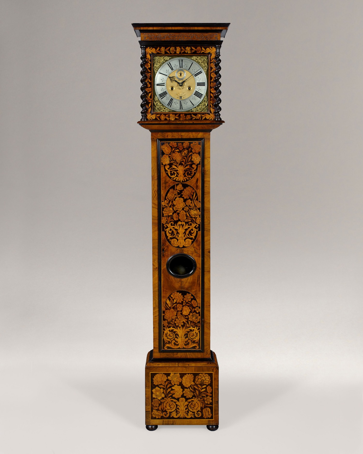 ROBERT DINGLEY. A FINE WILLIAM III PERIOD 8-DAY LONGCASE CLOCK.