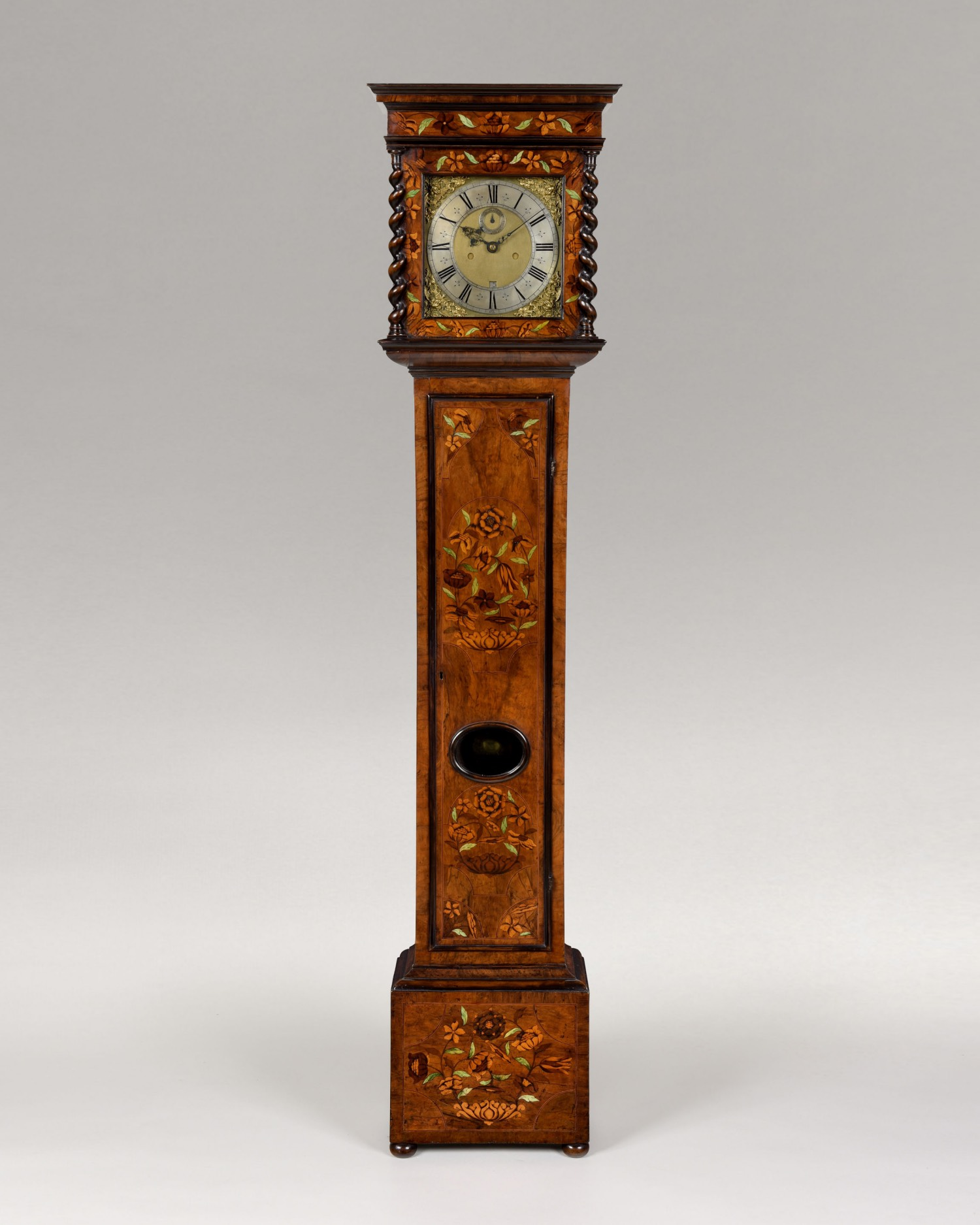 ROBERT SEIGNIOR. A VERY RARE CHARLES II PERIOD FLORAL MARQUETRY, WALNUT AND GREEN BONE INLAID 8-DAY LONGCASE CLOCK OF BEAUTIFUL PROPORTIONS AND COLOUR.