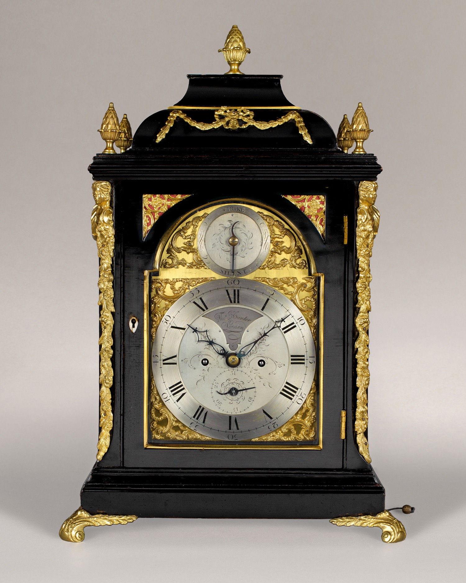 THOMAS HUNTER A GOOD GEORGE III PERIOD BRASS DIAL EBONISED TABLE CLOCK.