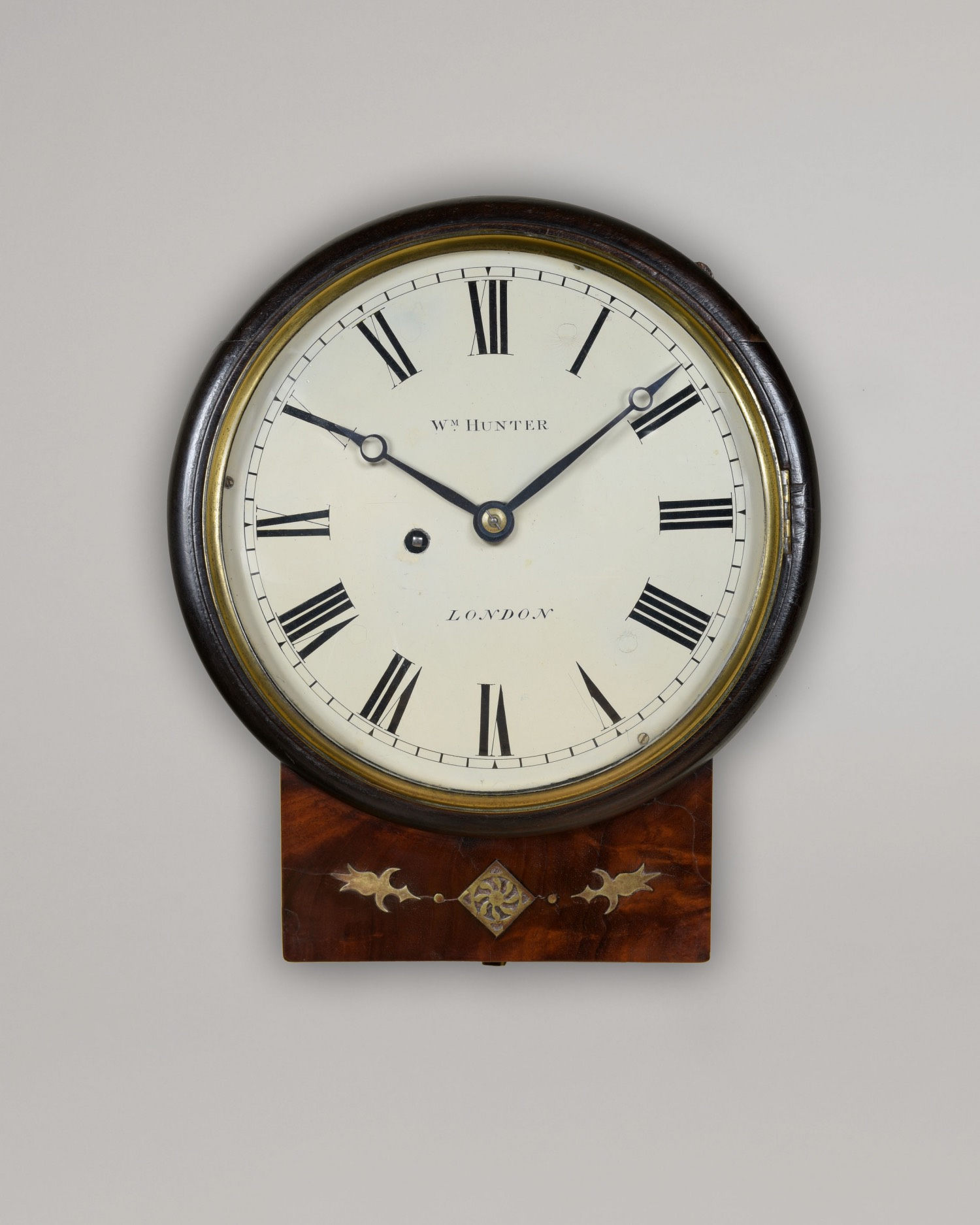 WM. HUNTER. A FINE EARLY 19TH CENTURY DROPBOX WALL TIMEPIECE